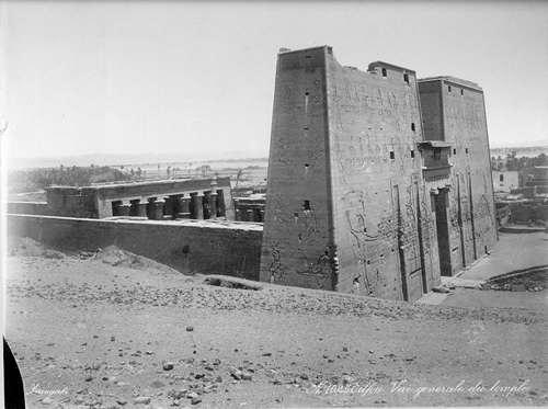 Der Tempel von Edfu um 1865 -- Photographer: Zangaki (Universit�t Hamburg)