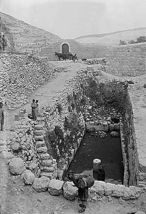 "The photograph at right was taken in the early 1900s and shows the Pool of Siloam before later Muslim construction above it.  An early description of the pool reads ""There is nothing picturesque about it certainly. The crumbling walls and fallen columns in and around it give it an air of neglect"". It is a parallelogram about fifty-three feet long and eighteen feet wide. Dr. Thomson says he has seen this pool nearly full, but that now the water merely passes through it"