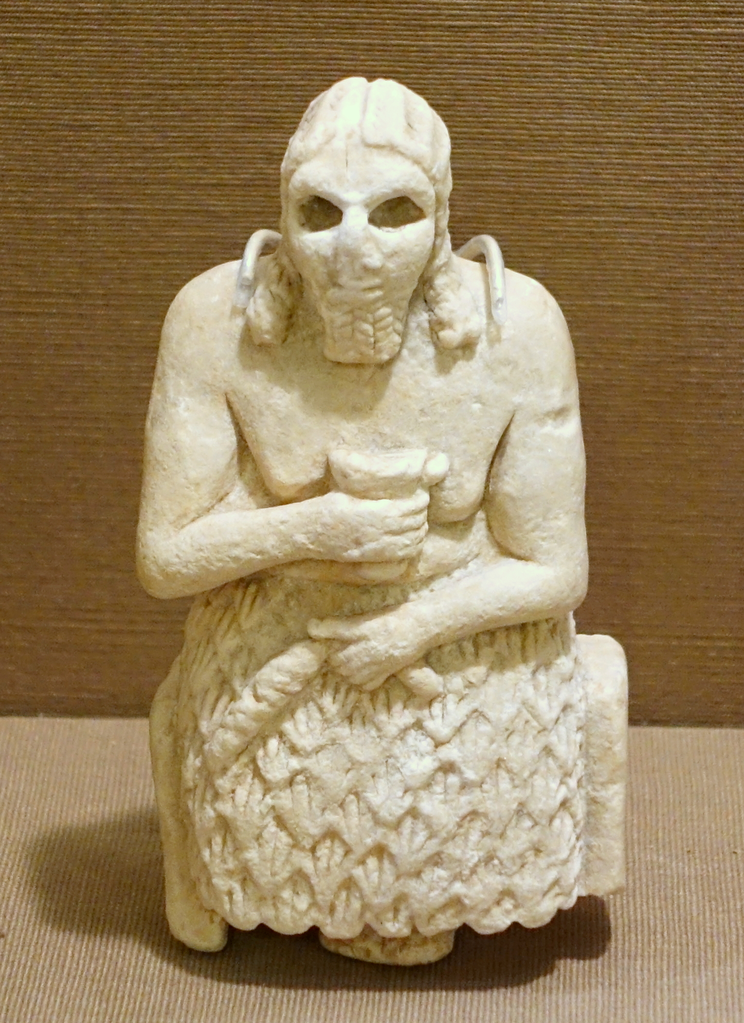 Seated male figure holding cup (Oriental Institute Museum)